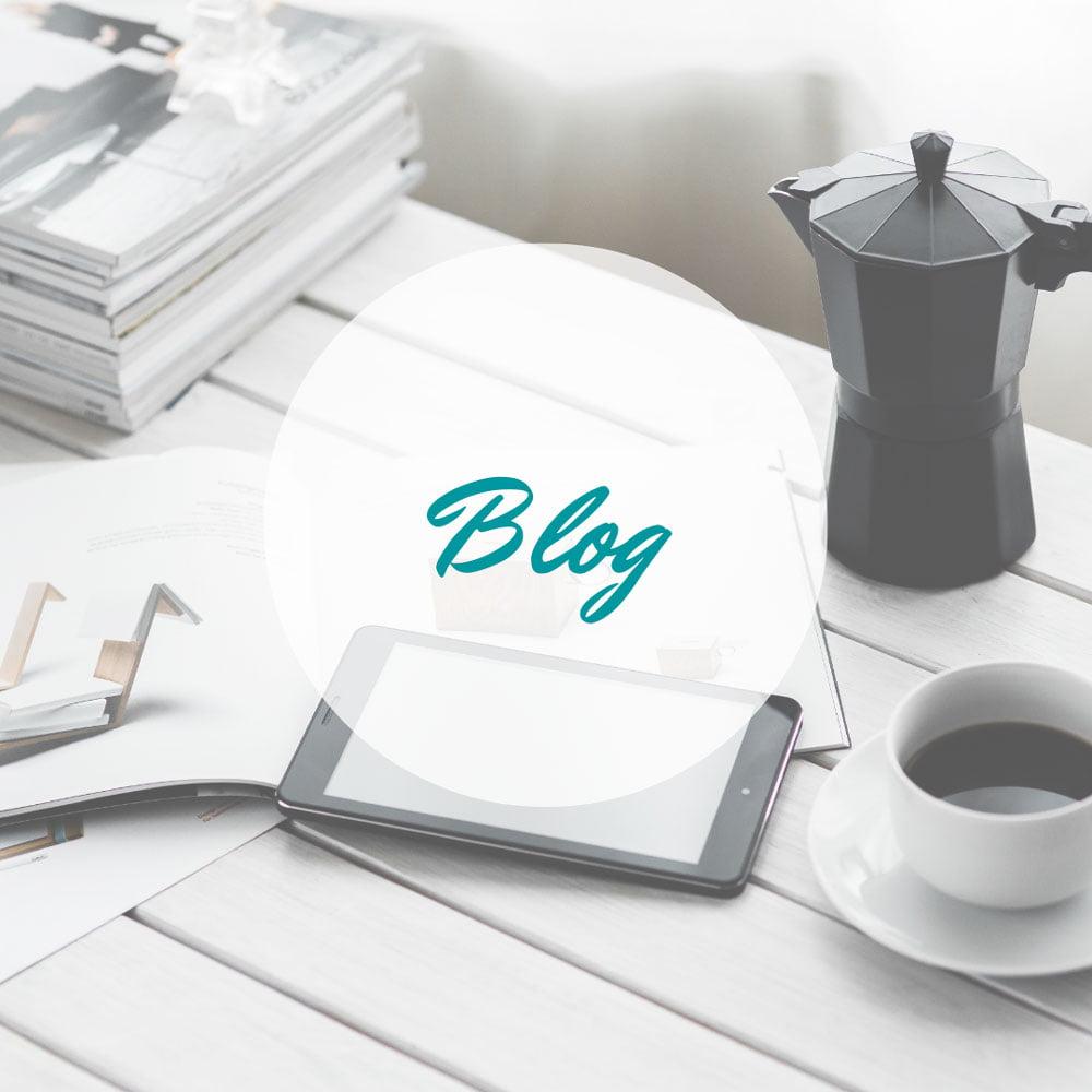 Blog lesen beim Kaffeetrinken
