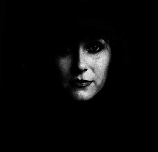 Violetta Braimovic Potrait - schwarz weiß, nur Gesicht erkennbar